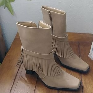 New york Transit boots size 8.5 tan color